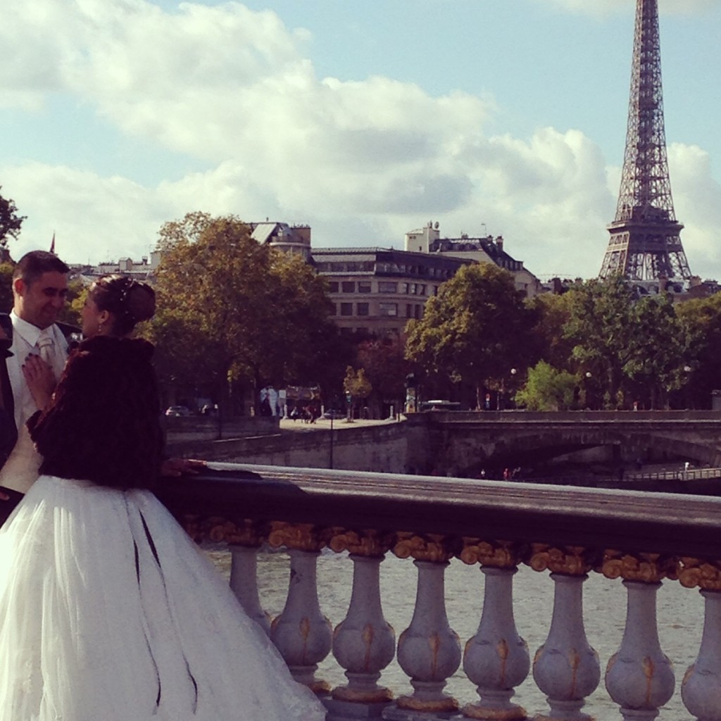 Yes, this was happening as I strolled across the Pont Alexadre III! Ahhh, Paris.