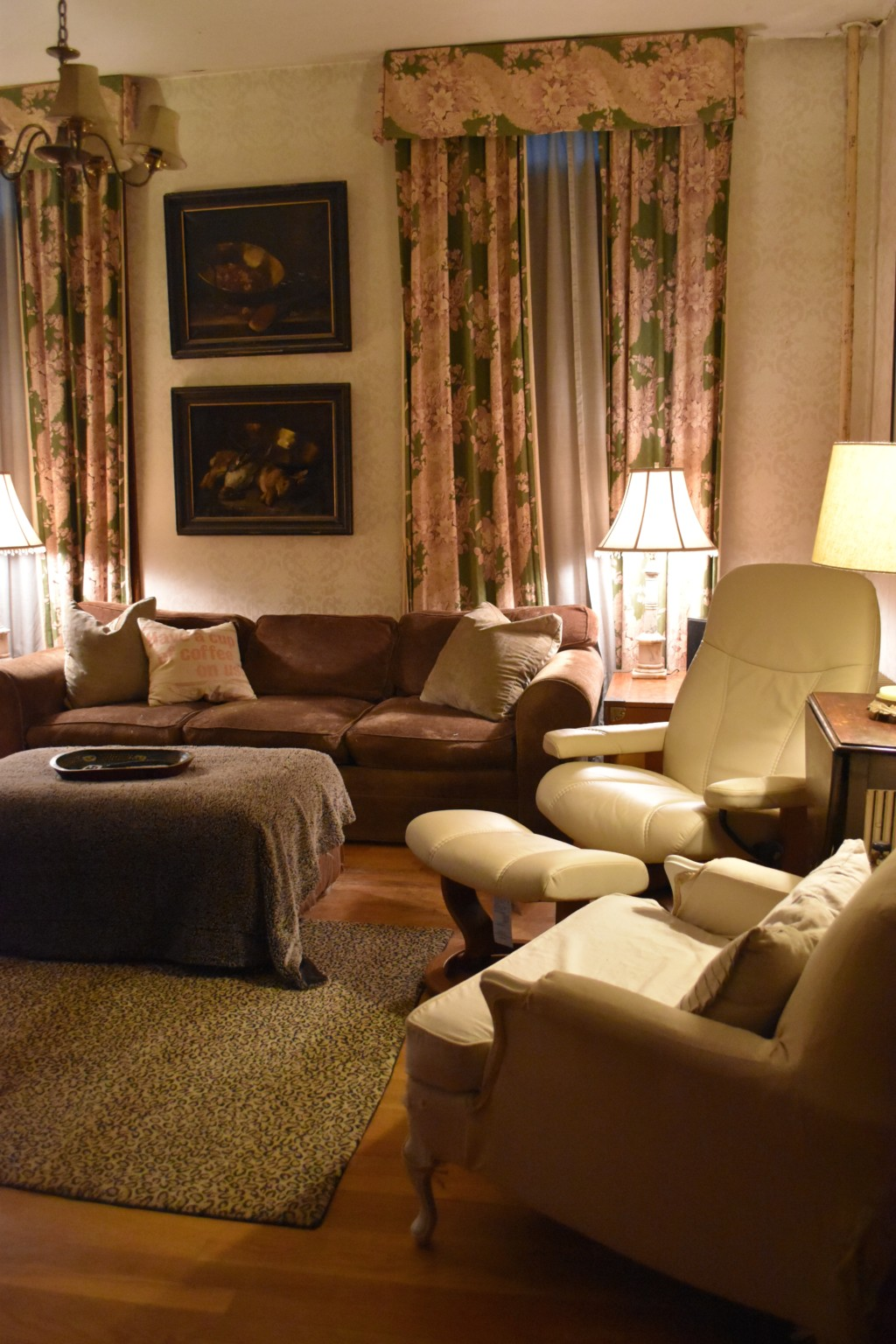 the square room, family room,