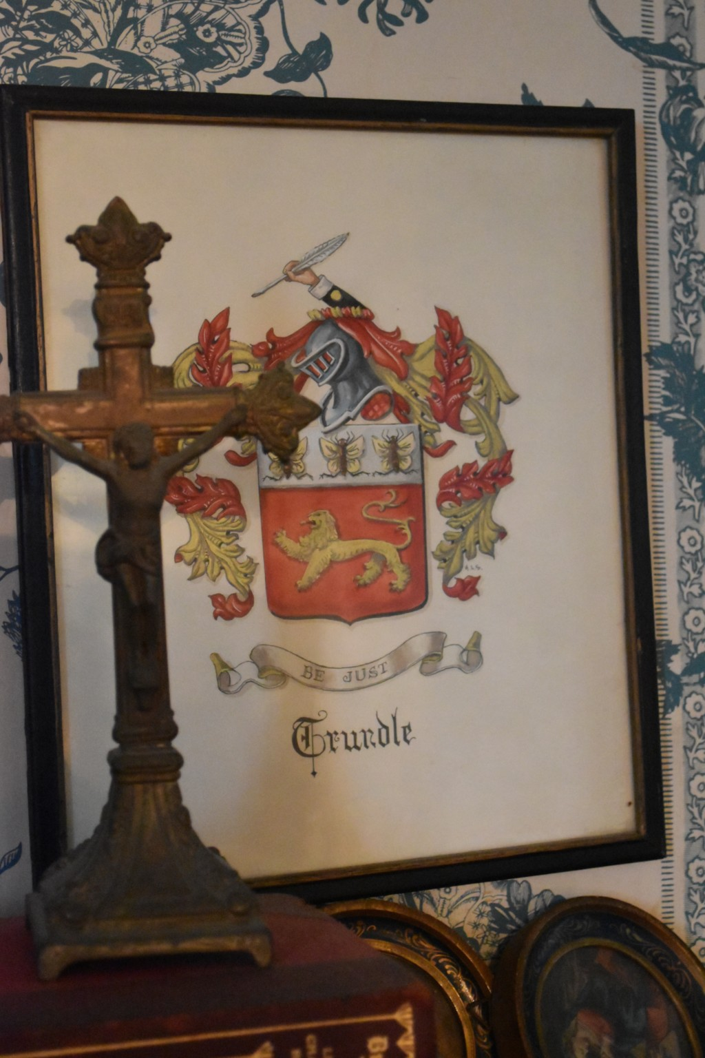 Trundle, family crest, Helen Smith
