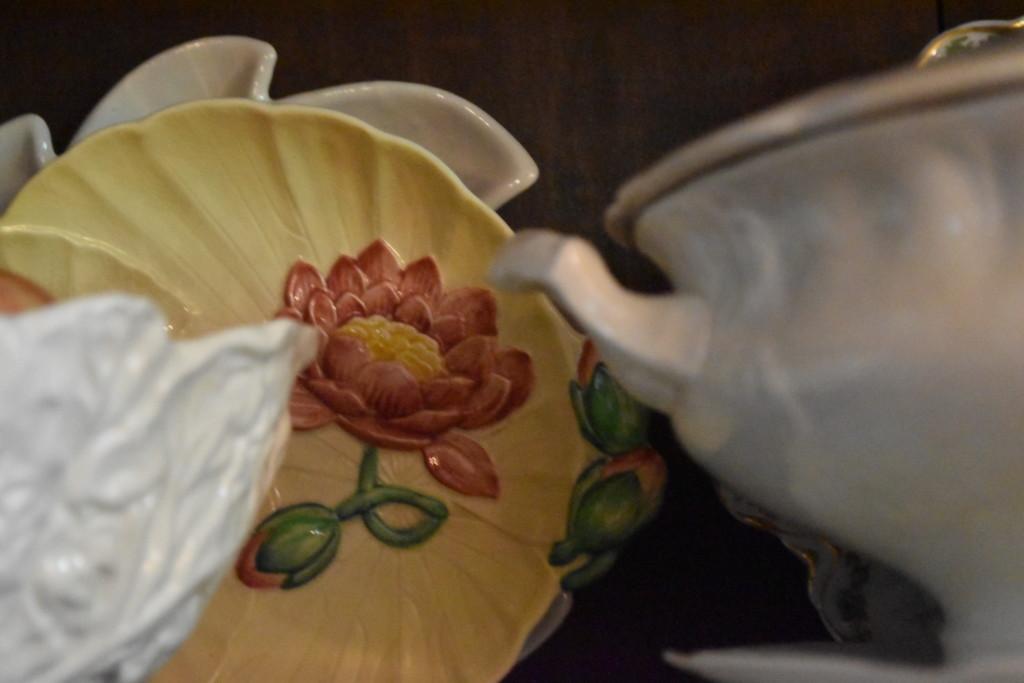 majolica water lily dish