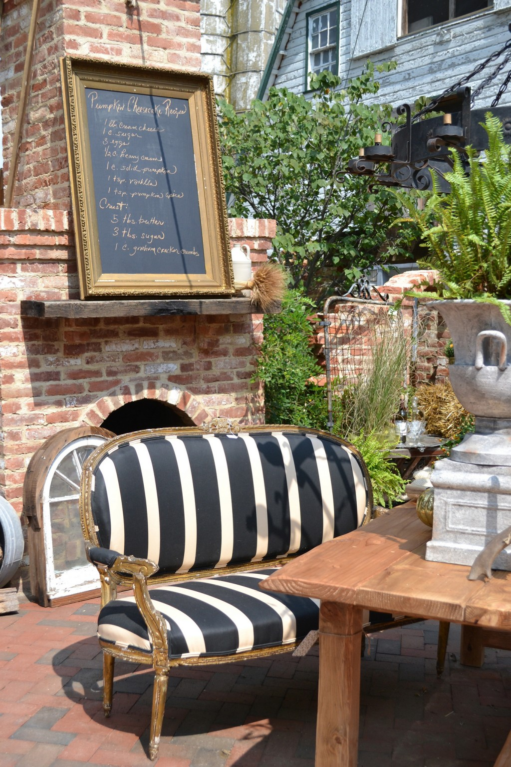 Outdoor rooms chartreuse co for Great outdoor room company